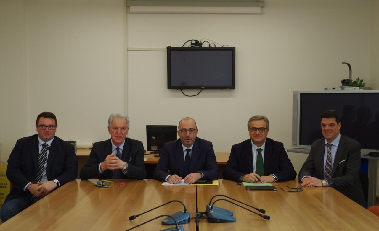 Mastrovincenzo rieletto presidente del consiglio regionale for Ufficio presidenza