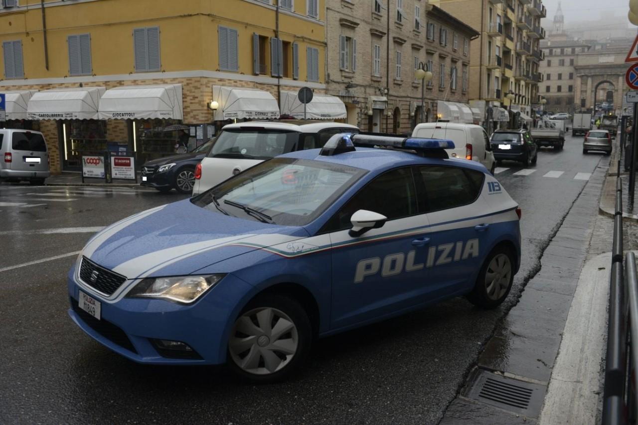 Risultati immagini per polizia macerata cairoli