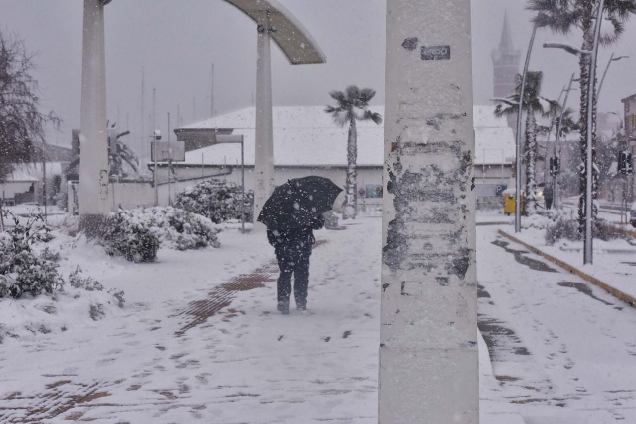 Tregua meteo, ma è ghiaccio ovunque, anche davanti all'ospedale