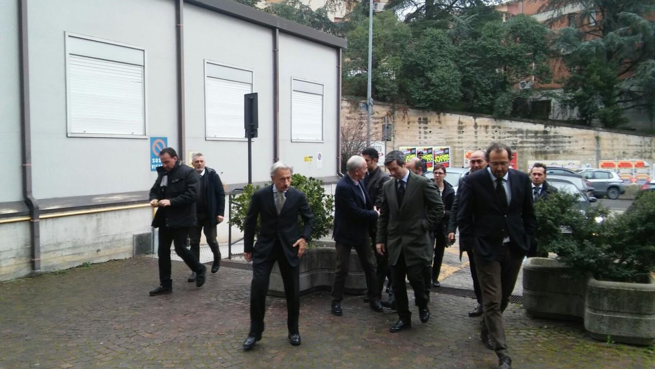 Il ministro Andrea Orlando minacciato e insultato