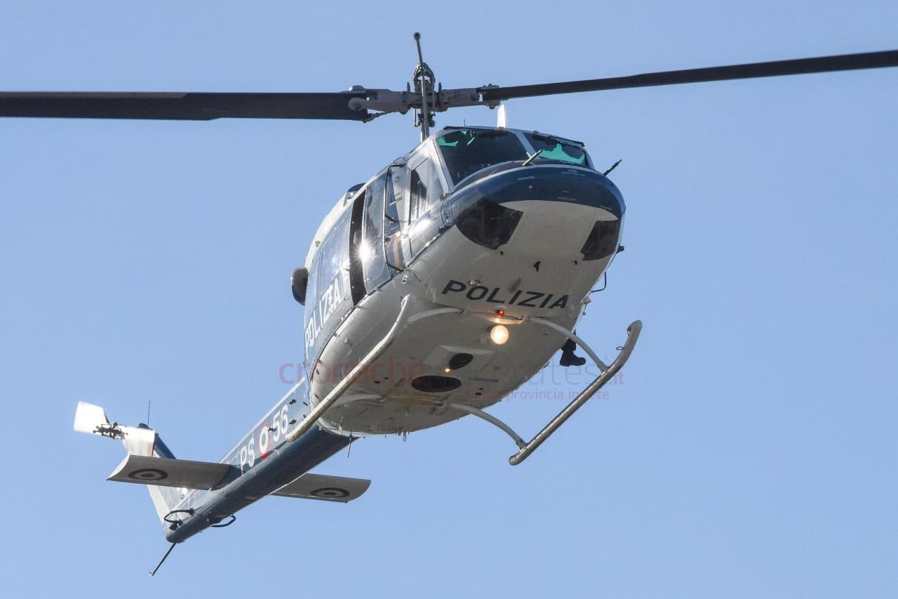 Elicottero Usato : Operazione interforze con lelicottero: 70 persone controllate