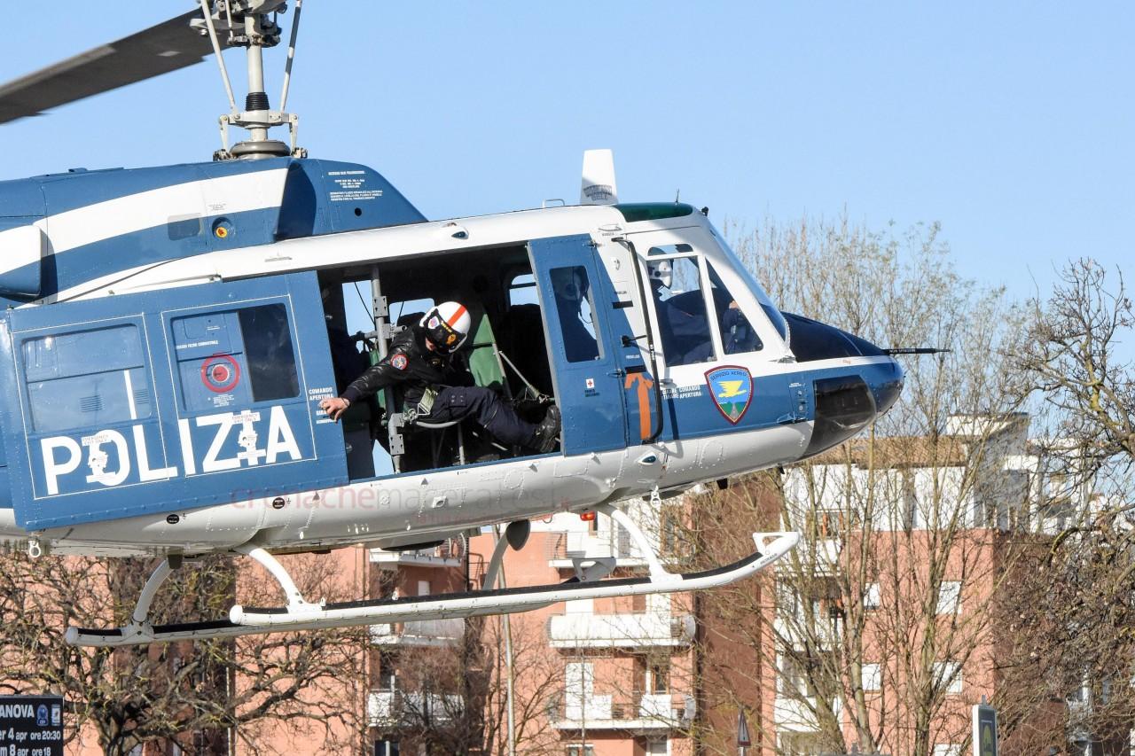 L Elicottero Posizione : Operazione interforze con l elicottero persone controllate