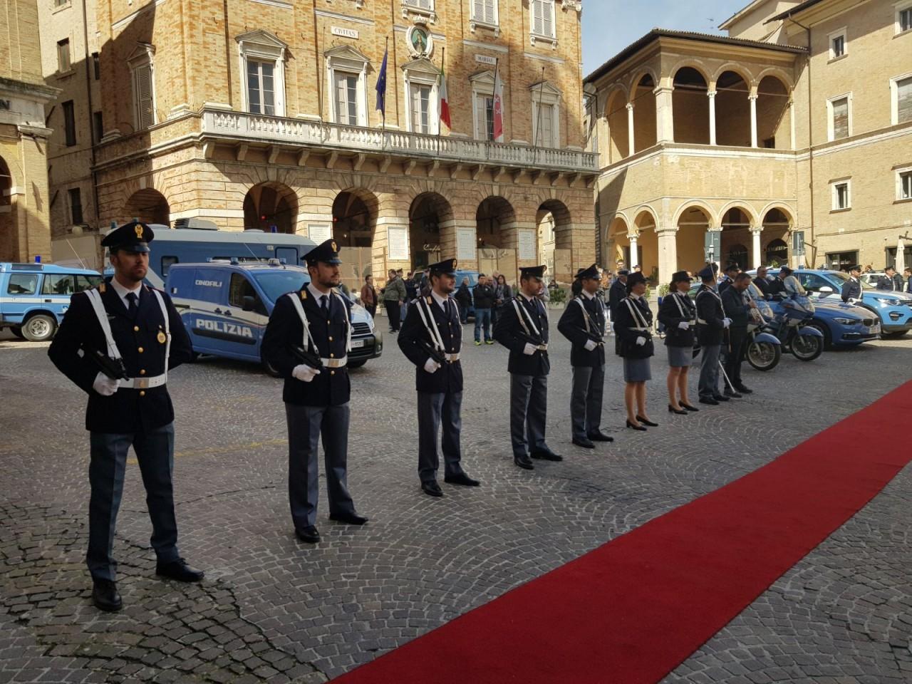 Giorno della polizia tutti i premiati foto cronache - Foto della polizia citazioni ...