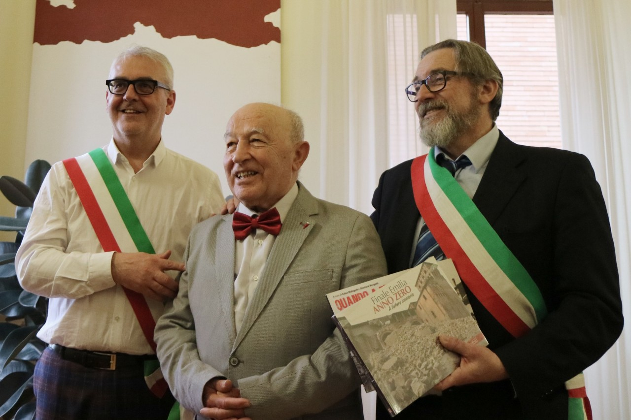 Italo, 82 anni, si laurea in Filosofia all'Università di Macerata: che gioia