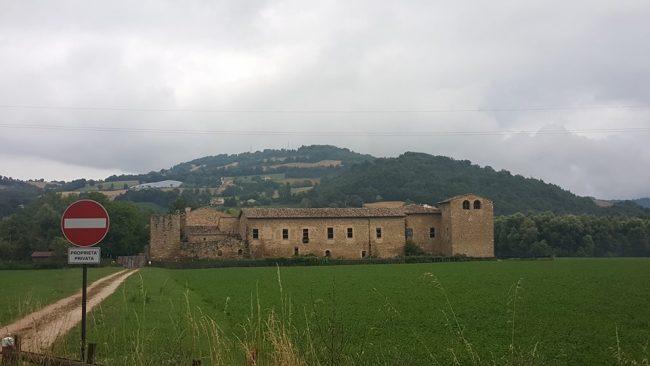 Pontelatrave e castello di Beldiletto: il Chienti osservato