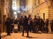 In oltre 200 <br> alla passeggiata antifascista <span> (FOTO) </SPAN>