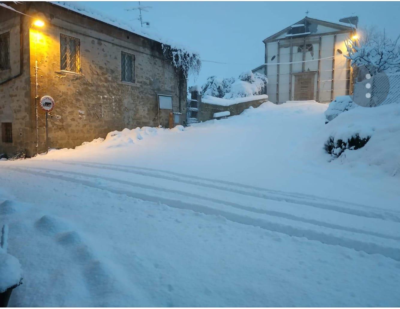La neve avvolge Maceratese e Anconetano, disagi soprattutto