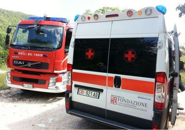 ambulanza-vigili-del-fuoco-118-archivio-arkiv