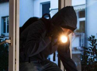 furto-furti-ladro-ladri-e1573589975862-325x237