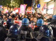 Oltre 300 in piazza contro Pillon, <br> momenti di tensione <br> al corteo di protesta <span>(FOTO/VIDEO)</span>