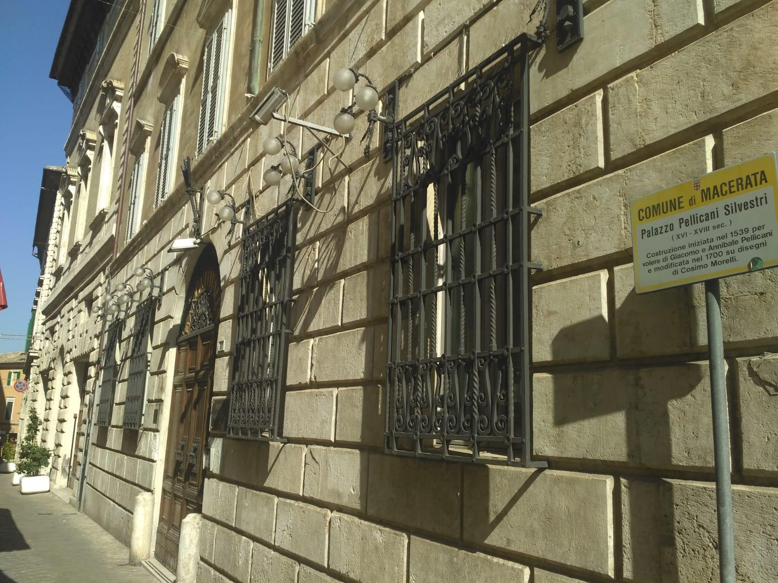 Mostra per i 100 anni del bauhaus riapre ex sede banca d for Bauhaus italia