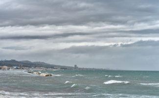 maltempo-mare-spiaggia-civitanova-FDM-1-325x201