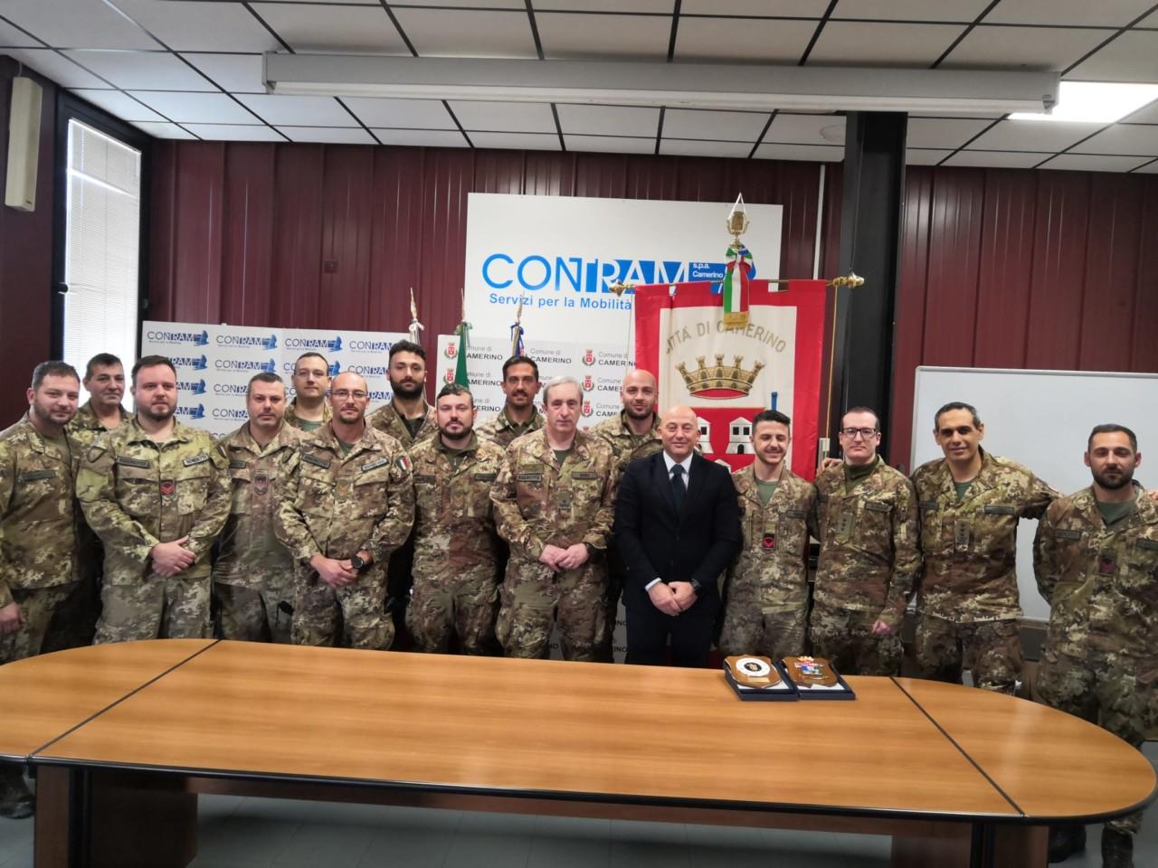 Demolizioni a Camerino, il sindaco omaggia l'Esercito - Cronache Maceratesi