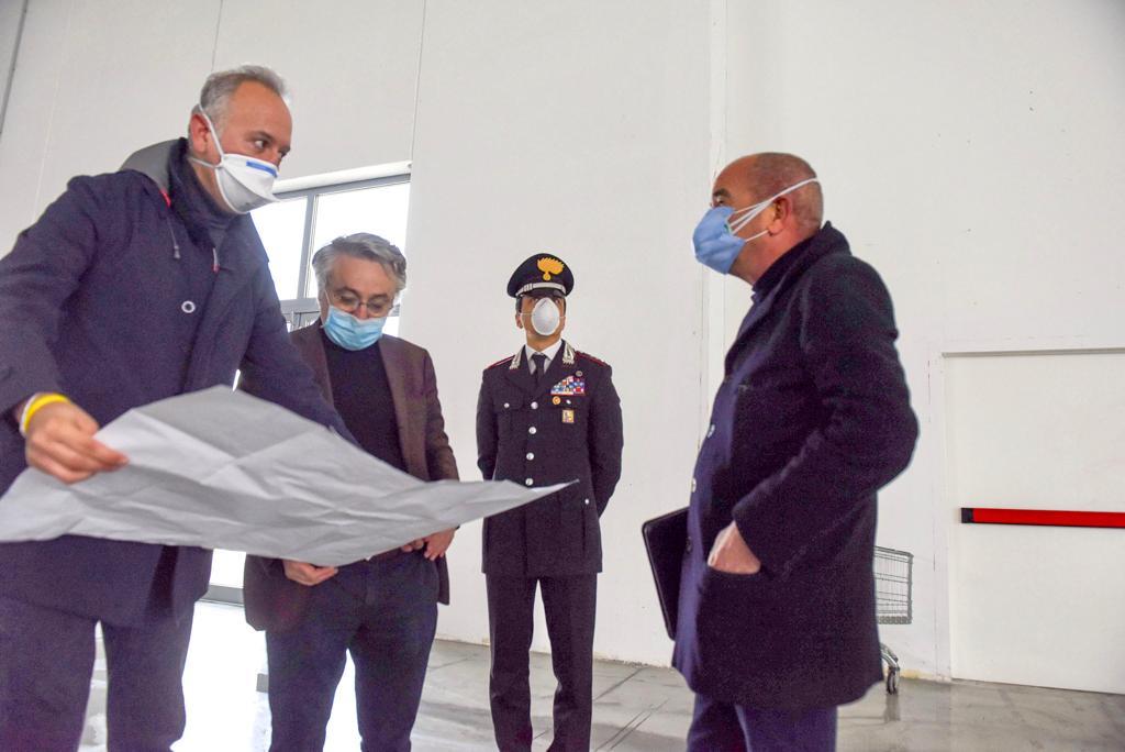 Milano, nuovo ospedale coronavirus: troppa gente alla conferenza stampa?