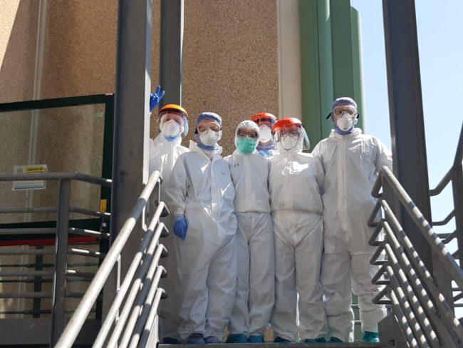 omaggio-pasqua-ospedale-Camerino-1-650x488