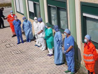 omaggio-pasqua-ospedale-Camerino-2-325x244