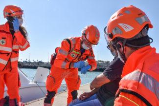 esercitaizone-area-portuale-guardia-costiere-vdf-soccorsi-croce-verde-porto-civitanova-FDM-2-325x217