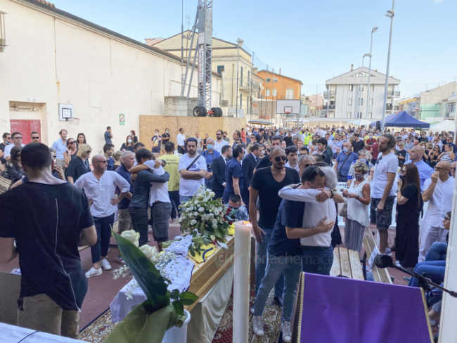 funerale-attilio-pierini-oratorio-salesiano-porto-recanati-14-650x488