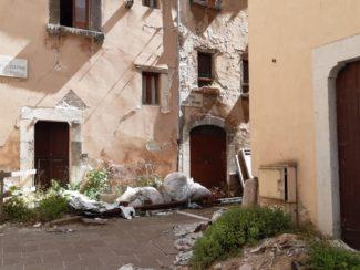 visso-piazza-sisma-1-325x244