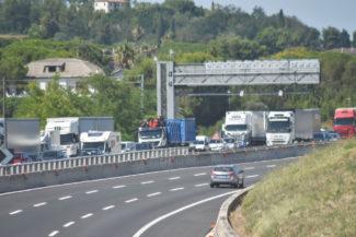coda-traffico-autostrada-a14-uscita-civitanova-FDM-5-325x217