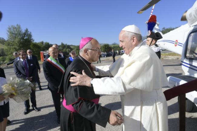 saluto-vescovo-papa