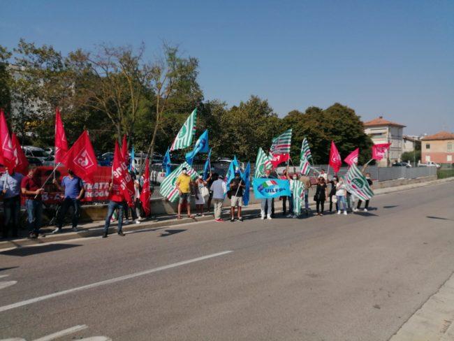 protest-villa-pini-4-650x488