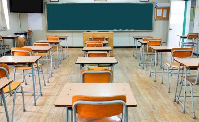 scuola-scuole-aula-banco-banchi