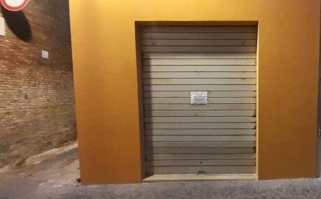 negozio-chiuso-tolentino
