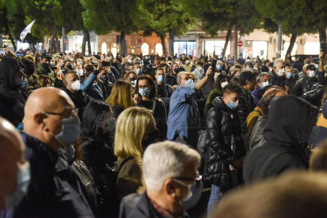 protesta-ristoratori-covid-piazza-xx-settembre-civitanova-FDM-2-650x434
