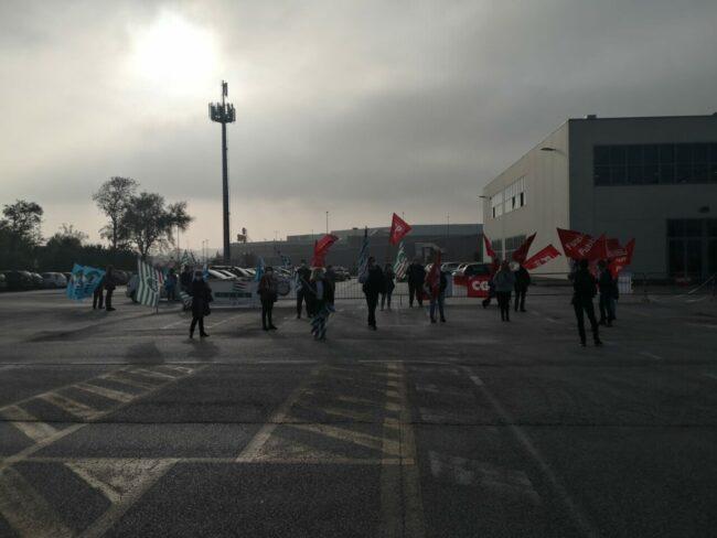 protesta-sindacati-covid-center-3-650x488