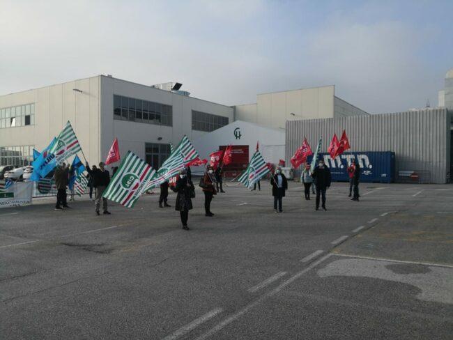 protesta-sindacati-covid-center-6-650x488
