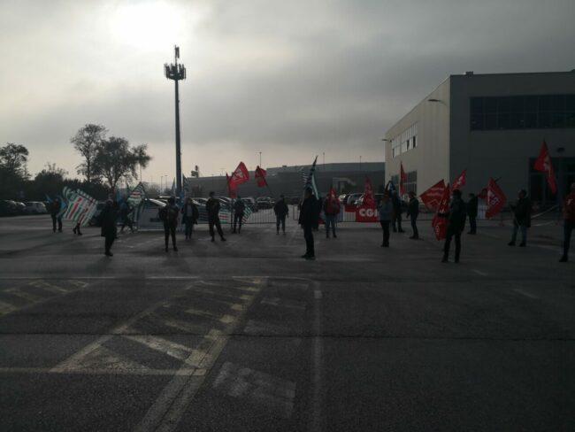 protesta-sindacati-covid-center-7-650x488
