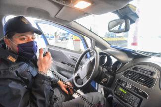 controlli-spostamenti-covid-polstrada-polizia-stradale-superstrada-civitanova-FDM-9-325x217