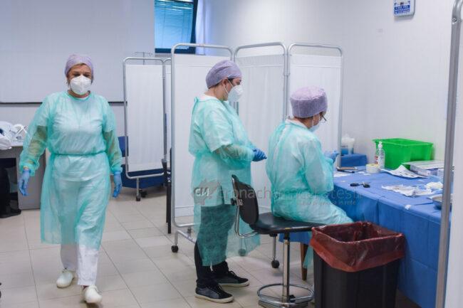 inizio-vaccinazioni-anti-covid-ospedale-di-civitanova-FDM-3-650x433