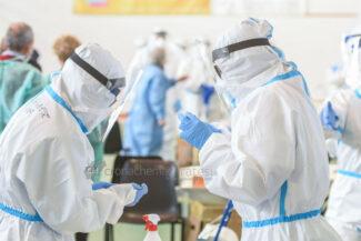 tamponi-covid-screening-di-massa-palarisorgimento-civitanova-FDM-13-325x217