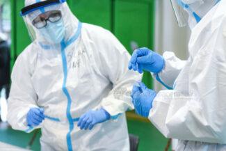 tamponi-covid-screening-di-massa-palarisorgimento-civitanova-FDM-5-325x217