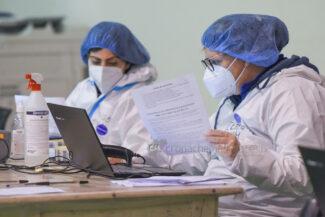 ultimo-giorno-screening-di-massa-palarorgimento-tamponi-covid-civitanova-FDM-6-325x217