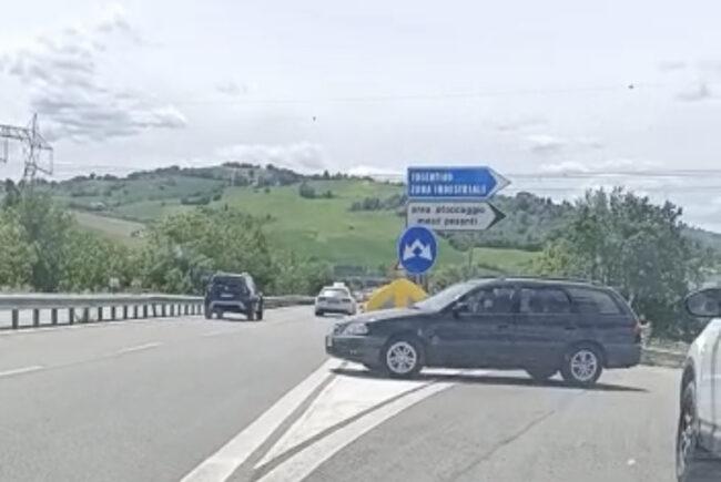 auto-contromano-superstrada-tolentino-3-650x435